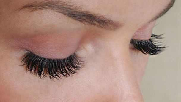 Get thicker, fuller eyelashes and eyebrows with vaseline conditioning