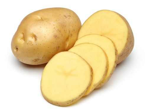 Use potato slices to remove black spots naturally