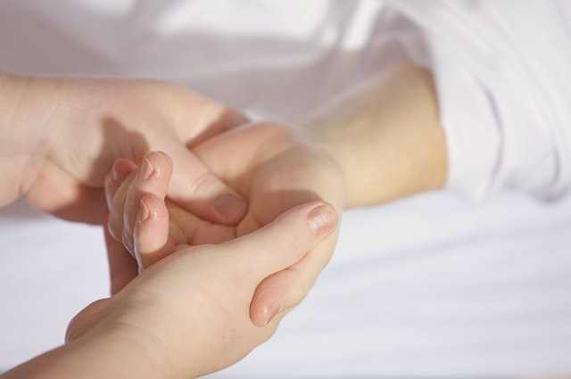 What causes itchy palms