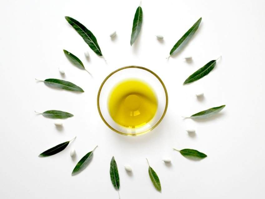 Olive Oil for Eyebrows: Grow Thick Eyebrows Fast